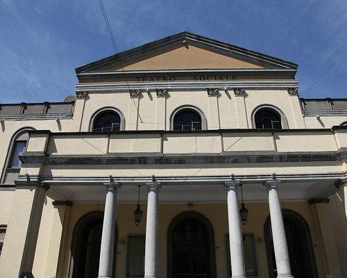 Vista esterna del teatro Sociale di Busto Arsizio