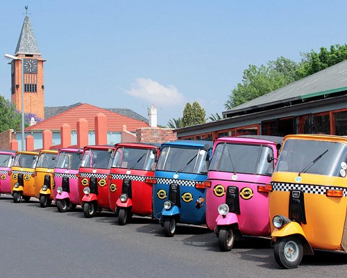 e-tuktuks lined up and ready to be of service