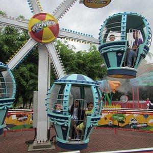 """Fun at the """"Parque de Diversiones"""""""