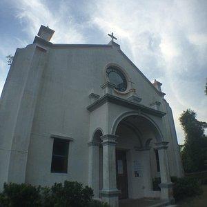 聖若瑟小堂是全港保存最妥善的鄉村教堂,於1890年代,來自奧地利的福若瑟神父到鹽田梓傳教時建成。