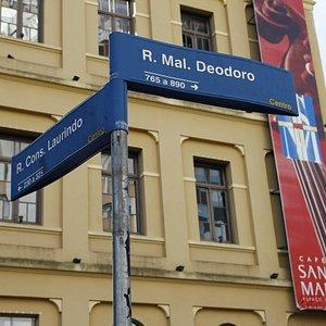 Localizada no centro da cidade
