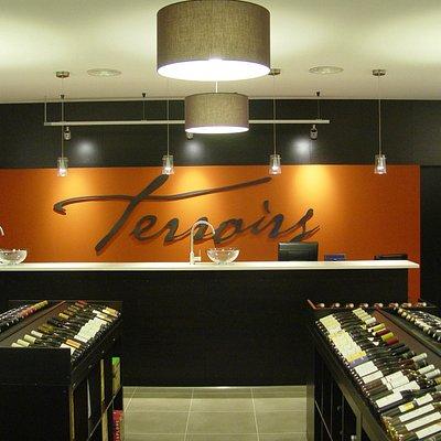 TERROIRS, c'est… Une cave à vin ouverte en 2012 à Venelles, au nord d'Aix en Provence.