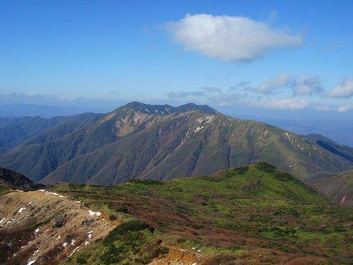 那須岳から見る三本槍岳方面