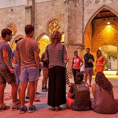 Night walking tour in Barcelona - The Dark Past