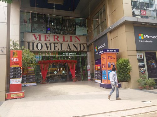 Entrance to the Homeland Mall