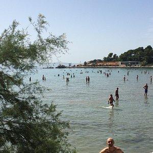 Praia tranquila e limpinha
