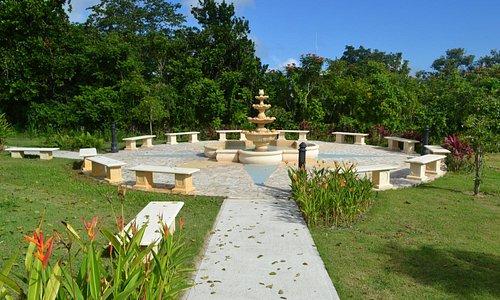 Fuente y jardín en los predios de la casa museo