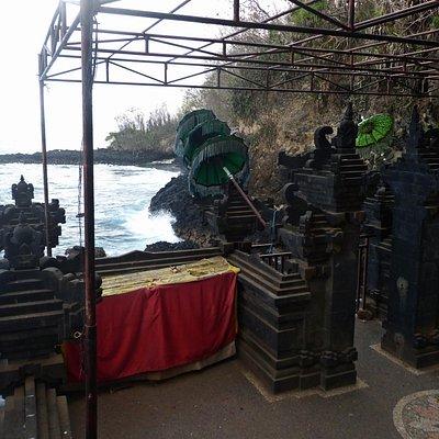 O templo perto do mar.