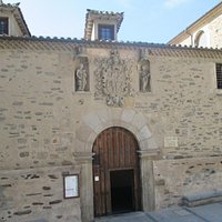Portada del museo de la Madres Carmelitas