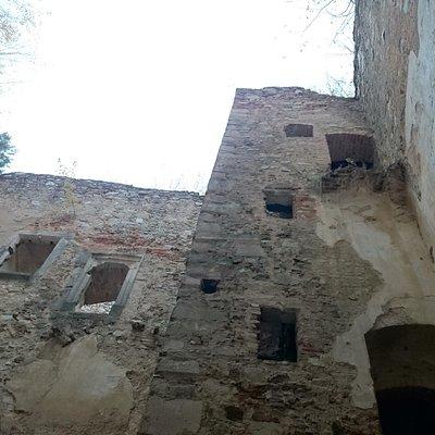 Im Innenhof der Hauptburg