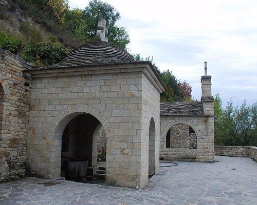 Лядовский Свято-Усекновенский скальный монастырь