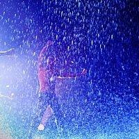 Шоу под дождем