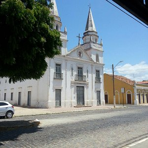 Rua Grande e Igreja Matriz no final da Rua Grande