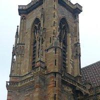 La cathédrale Saint Martin située en face de l'Ancien Corps de Garde
