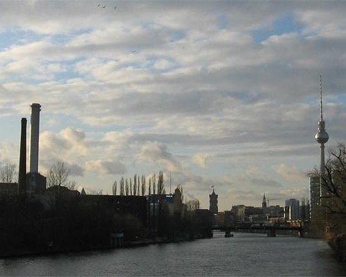 Panorama Sprea, uno dei fiumi che attraversa Berlino. Tour Berlino che cambia. Per info contatta