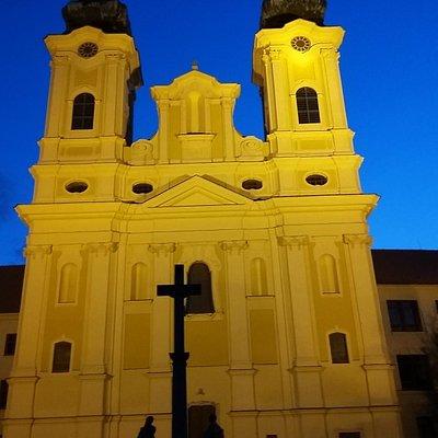 Костел святого Ладислава ночью
