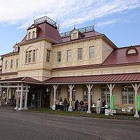 元手宮駅の駅舎、村のエントランス