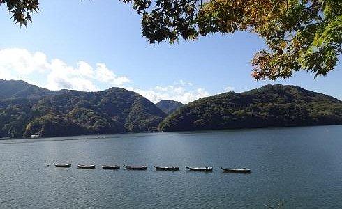 初秋の湖。