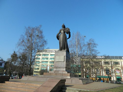 Монумент мать-Россия