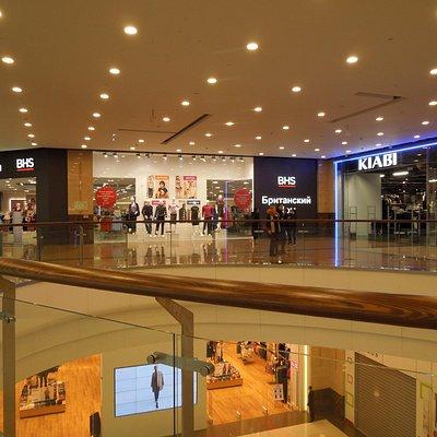В одном из залов торгового центра