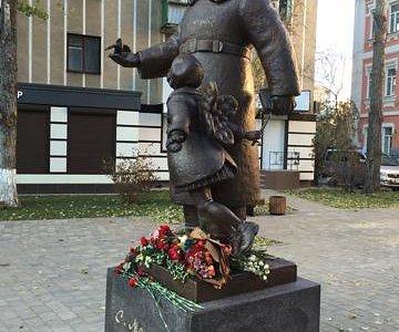 Памятик Маршаку в Воронеже