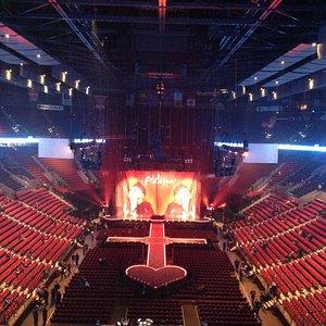 Зал перед концертом Мадонны