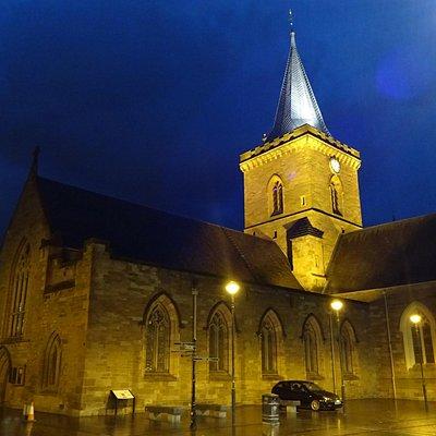 Vista do igreja ao cair da noite.