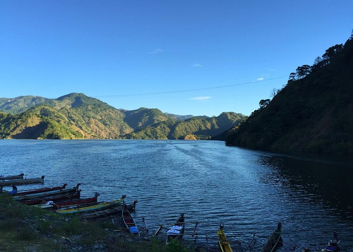 On the way to Pulag, a dam-based fishing village.