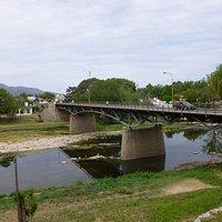 Vista del puente sobre el río...