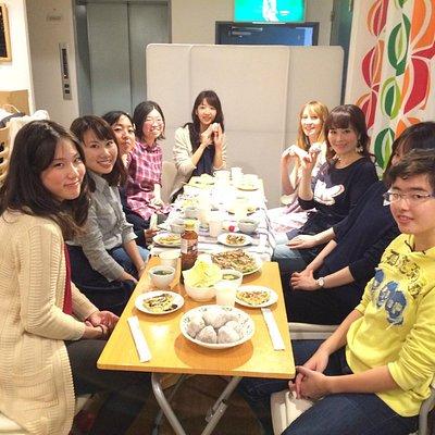 Enjoying Osakan dinner and talking in English!