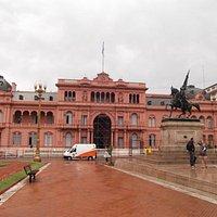 Monumento e a Casa Rosada