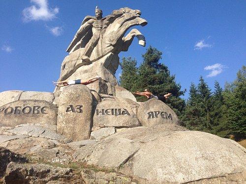 Benkovski Monument