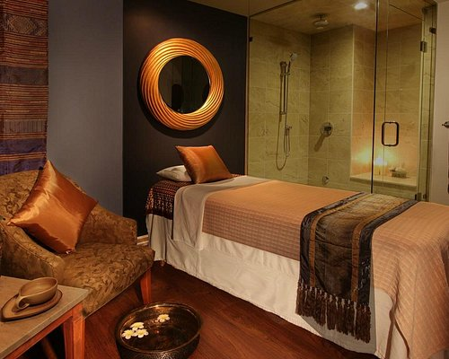 One of our Signature Treatment Rooms (Chaophraya Room)