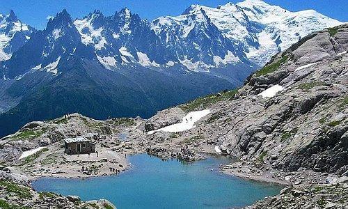 Lac Blanc à proximité du Refuge - Vue sur le Massif du Mont Blanc