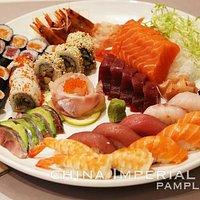 Combinación de sushi y sashimi para 5 personas