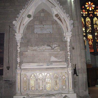 la tomba di Clemente IV