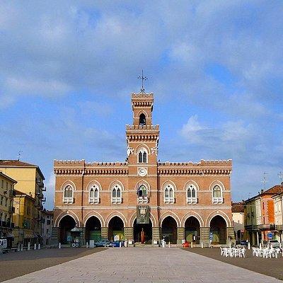 Piazza Garibaldi-Palazzo municipale