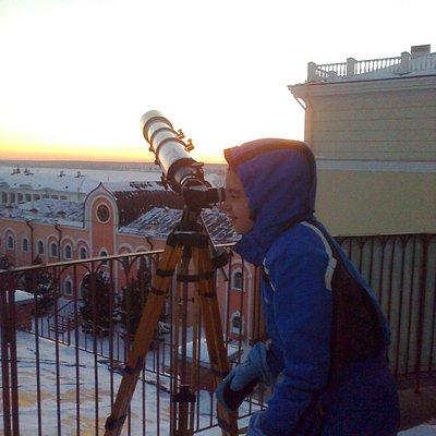 на крыше Томского планетария - смотрим на Венеру