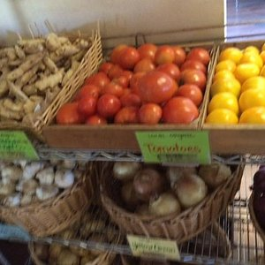 Local Tomatoes from Growing Strong Farms on Kauai - YUM!
