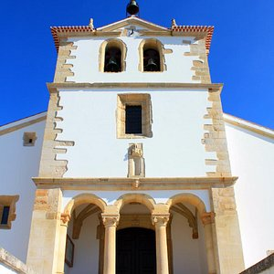 Templo medieval desenhado por João de Castilho.