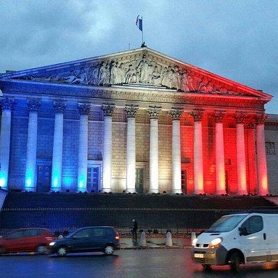 Façade bleue blanc rouge suite aux attentats du 13 novembre