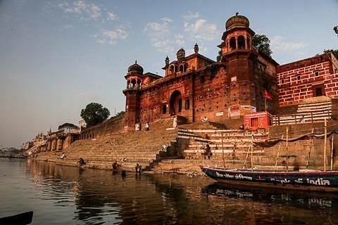 Chete Singh Ghat, viewed from a boat on the Ganges around 7 am.