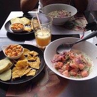 Ceviche peruano de peixe branco e salmão