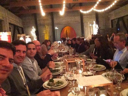 Com amigos belo jantar