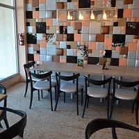 Parte del salón comedor.  Bonita decoración.