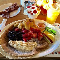 Danish pancakes with 3 types of fruit