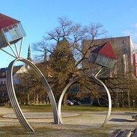 Oppenheim Skulptur von der Brücke aus