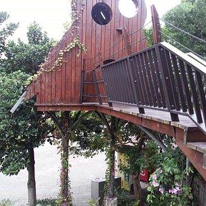 貓頭鷹造型樹屋