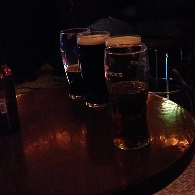 Mesas com Guinness