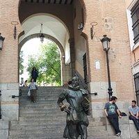 кровавая акра и памятник Сервантесу